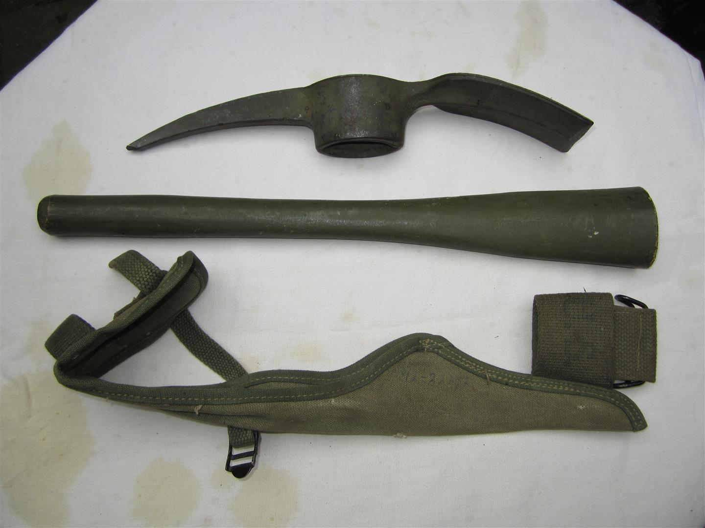 WW2 U.S. Pickaxe & Cover
