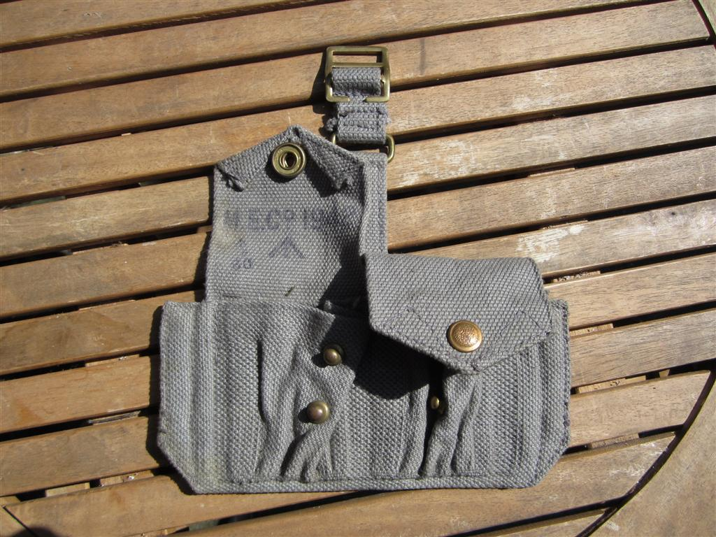 Captain Jacks Militaria - WW2 RAF Double Ammo Pouch for Revolver
