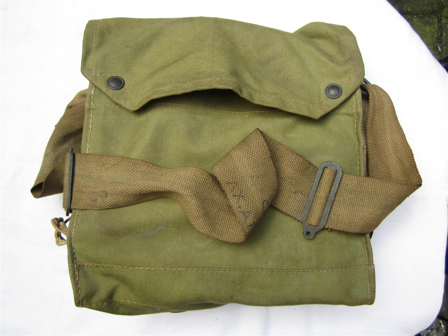 WW2 British Gasmask & Bag